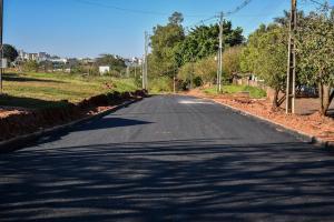 Pavimentação elimina último trecho de terra da Avenida Olinda em Umuarama