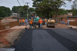 Ponte do Laranjeiras em Umuarama recebe pavimentação