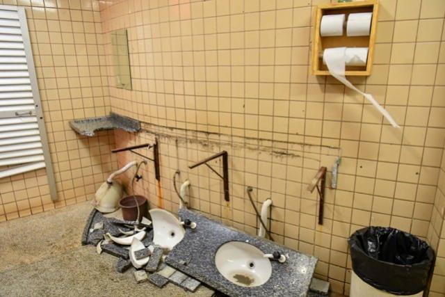 Vândalos causam mais prejuízo nos banheiros da rodoviária de Umuarama