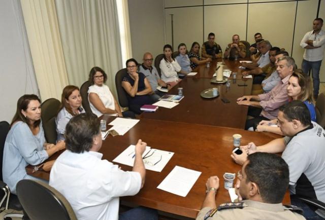 Prefeito mobiliza lideranças para discutir  a questão dos indígenas e andarilhos em Umuarama