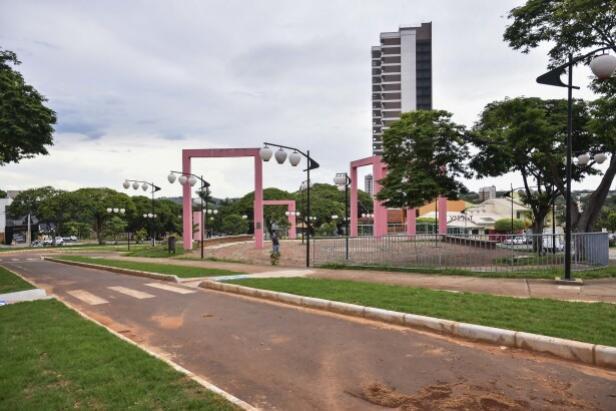 Espaço de lazer na Praça do Japão está praticamente recuperado