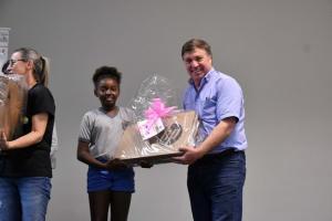 Umuaramense campeã nacional no Campo Limpo recebe a premiação