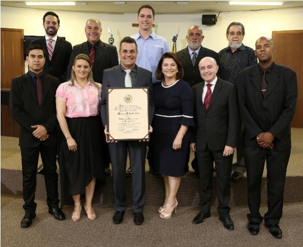 Cartunista Marcos Vaz é titulado Cidadão Honorário de Umuarama