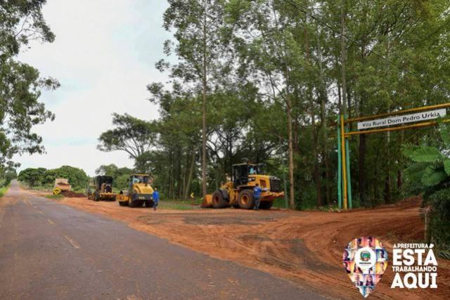 Estrada que contorna Vila Rural de Santa Eliza recebe rejeito de asfalto