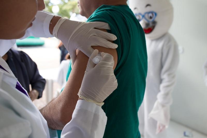Com Dia D, campanha de vacinação supera 60% em Umuarama