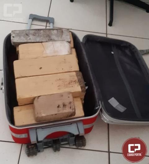 PRF e Exército Brasileiro apreendem 28 kg de entorpecentes em ônibus na cidade de Guaíra