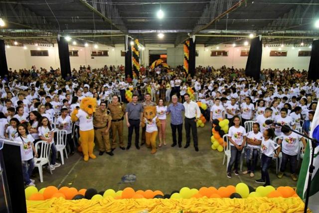 Prefeitura e PM de Umuarama realizam formatura de 1.100 alunos no Proerd 2019