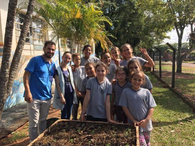 Alunos do distrito de Santa Eliza aprendem a fazer horta e compostagem