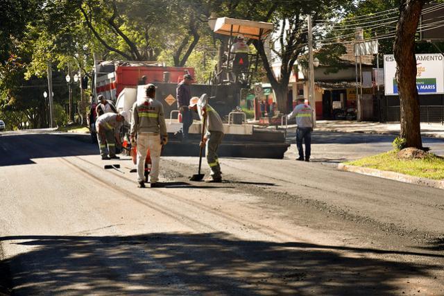 Trechos da Avenida Maringá em Umuarama recebem recape asfáltico