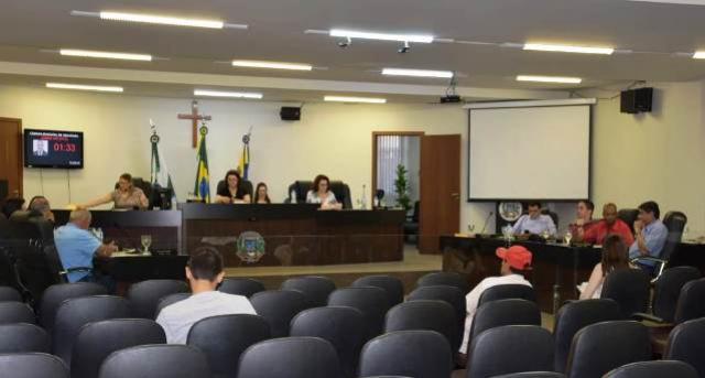 Em sessão extraordinária, vereadores apreciam sete projetos em Umuarama