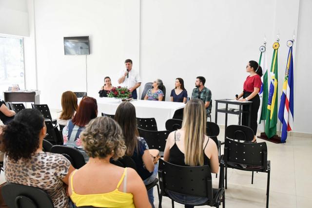 Gibi sobre cuidados com idosos será distribuído nas escolas municipais de Umuarama
