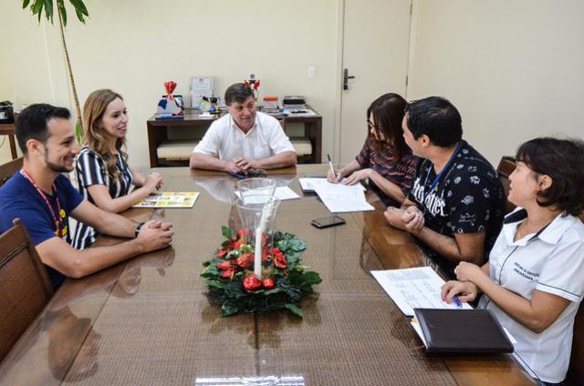 Prefeitura e Sesc firmam convênio de contra turno escolar para 2019 em Umuarama