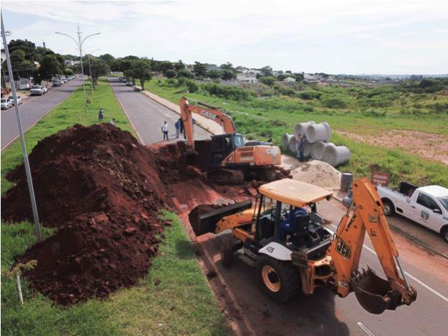Avenida Parigot de Souza em Umuarama é interditada para reparos na tubulação