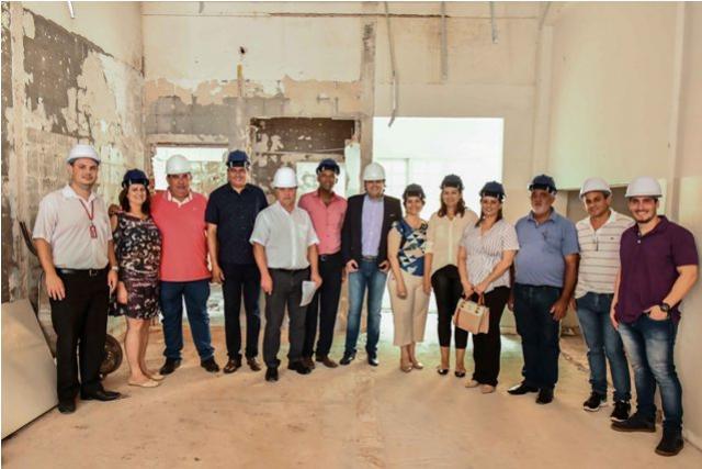 Pozzobom mostra estrutura da saúde para reitor da Unipar e autoridades em Umuarama