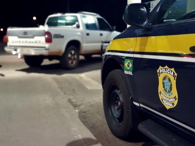 PRF prende assaltante armado em Guaíra e recupera veículo roubado
