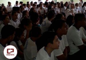 Alunos do Colégio Estadual de Moreira Sales participam de palestra sobre uso e consequência das drogas