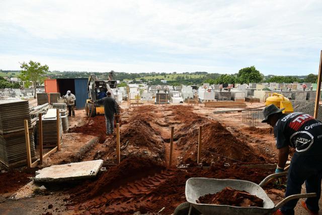 Primeira etapa do gavetário bem adiantada no cemitério municipal de Umuarama