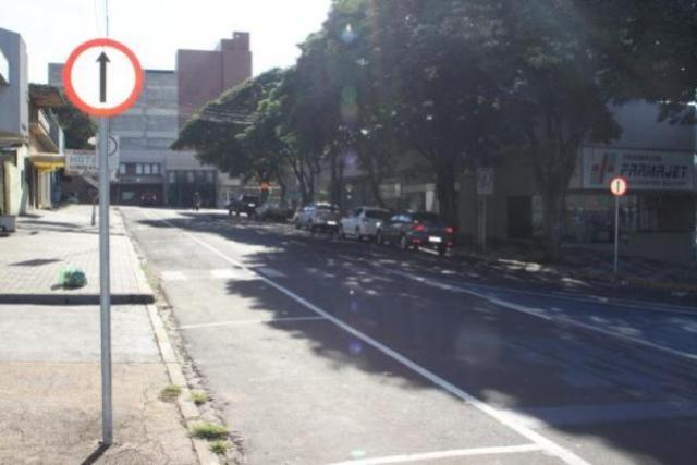Rua Antônio Ostrenski passará a ter sentido único em toda sua extensão em Umuarama