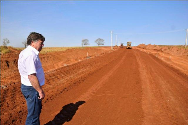 Pavimentação da Estrada Jaborandi tem serviços adiantados em Umuarama