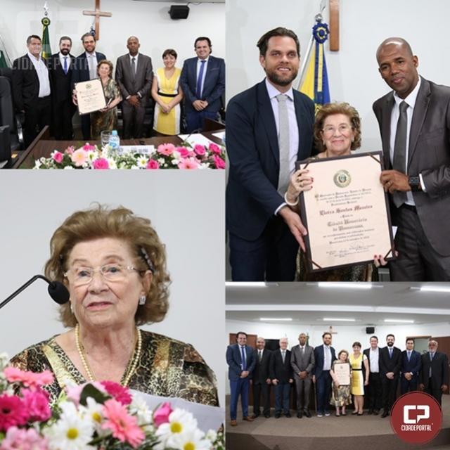 Emoção e reconhecimento marcam titulação de Dona Santa com Cidadã Honorária de Umuarama