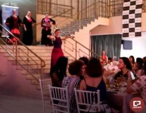 Outubro Rosa da ACIU recebe apresentações artísticas de dança em Umuarama