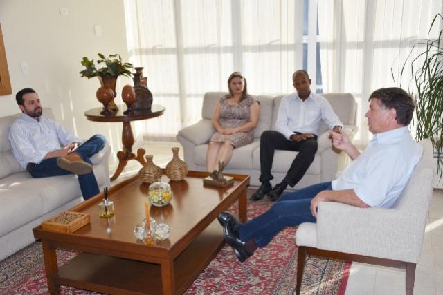 Presidente da Câmara e vereadores de Umuarama se reúnem com o prefeito Celso Pozzobom