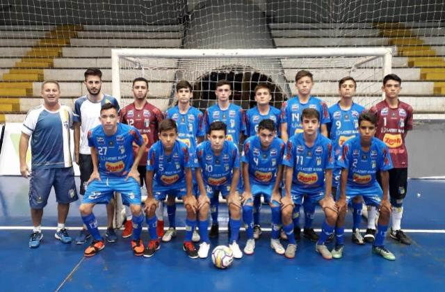A equipe Sub 15 do Umuarama Futsal ficou com a 1ª colocação do grupo E na primeira fase do Campeonato Paranaense Categorias D