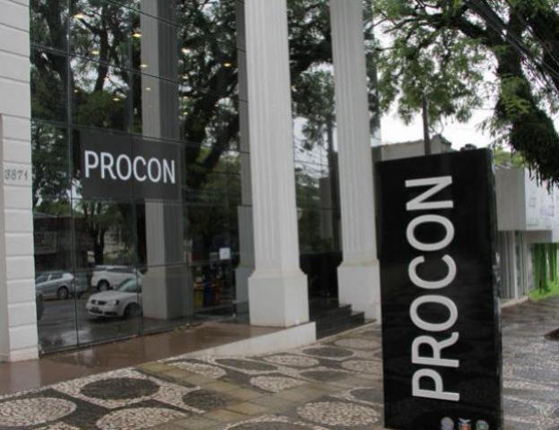 Procon aponta diferença de mais de 60% nos preços de chocolates em Umuarama