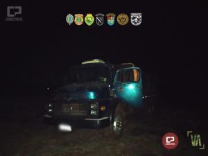 PF e BPFRON-BOPE da PM realizam apreensão de 02 veículos e 01 caminhão com cigarros em Guaíra