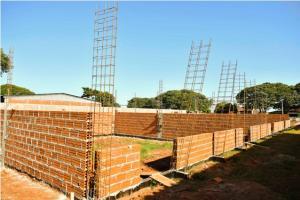 Construção da escola da Zona Seis é retomada e ganha ritmo em Umuarama