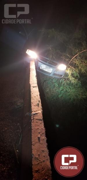 BPFron apreende três veículos, um deles ficou pendurado na ponte em Guaíra