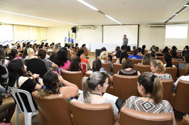 Treinamento reúne 250 servidores da atenção básica em saúde