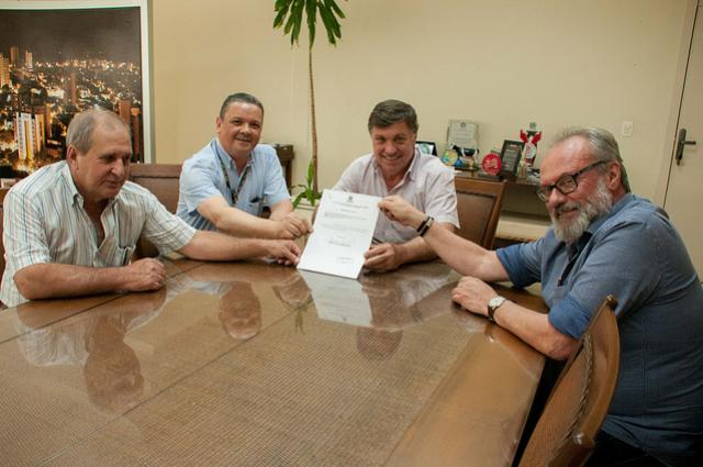 Assinado convênio para implantação do Restaurante Popular de Umuarama