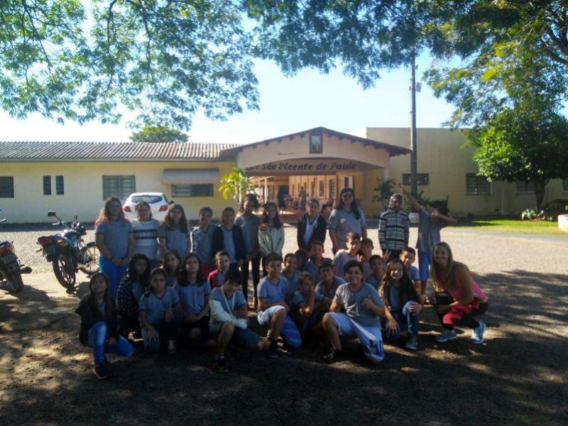 Escola municipal de Umuarama arrecada donativos para o Lar São Vicente
