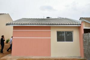 Prefeitura de Umuarama entrega casa reconstruída após incêndio no bairro Sonho Meu