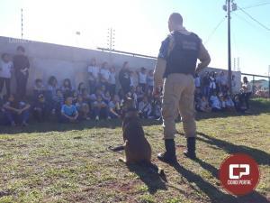 Policiais Militares do Pelotão de Operações com Cães realizam demonstração para crianças em Umuarama