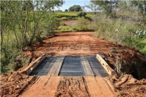 Após conclusão de ponte, travessia é liberada em Umuarama