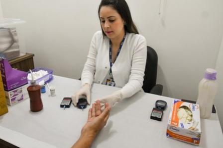 Ambulatório de Infectologia de Umuarama realiza mais ações voltadas ao Agosto Azul