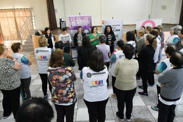 Roda de conversa com idosos em Umuarama discute violência doméstica em qualquer idade