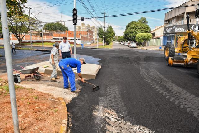 Trecho da Avenida Anhanguera recebe reperfilamento e em breve sinalização para semáforo em Umuarama