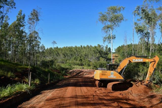 Prefeitura de Umuarama faz adequações após concluir ponte na Estrada Esperança
