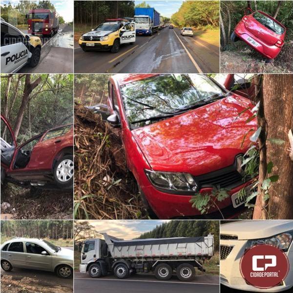 Carga de pedra cai de caminhão e causa grave acidente na PR-323 em Perobal