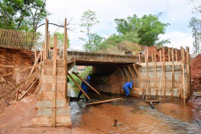 Reforma da ponte sobre o rio Piava em Umuarama avança na Estrada Jaborandi