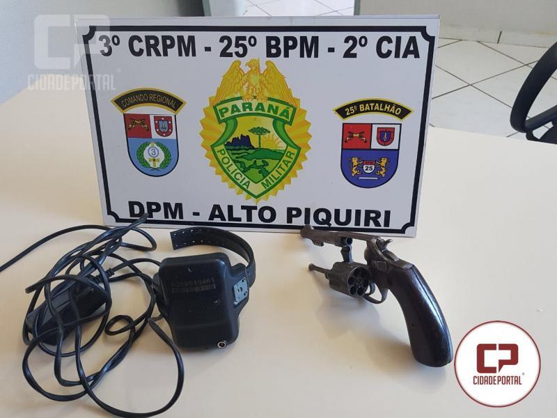 Equipe Policial de Alto Piquiri encaminha uma pessoa com mandado de prisão e apreende arma de fogo