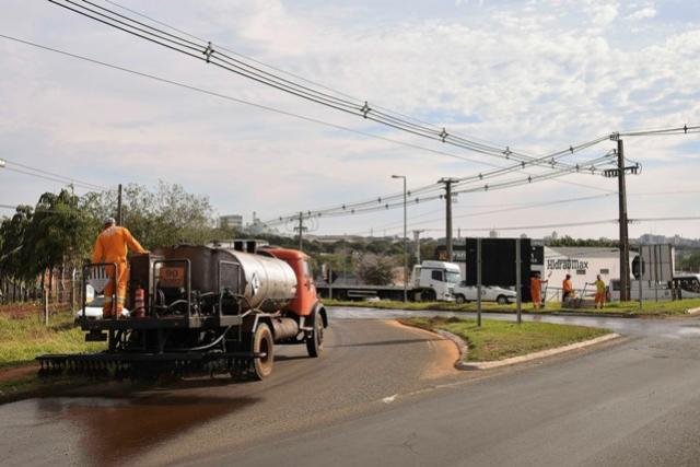 Empreiteira inicia recapeamento da Av. Dr. Ângelo Moreira da Fonseca em Umuarama
