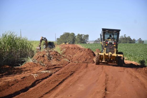 Prefeitura de Umuarama realiza obras de readequação na Estrada Iarama