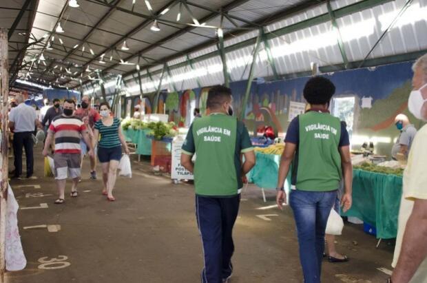 Casos de Covid-19 aumentaram 75% em uma semana no município de Umuarama
