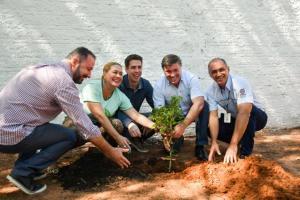 Dia da Árvore em Umuarama teve plantio de espécies nativas nas margens do Pinhalzinho