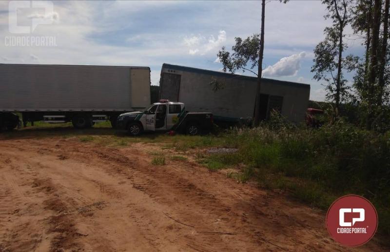 Polícia Ambiental de Umuarama apreende dois caminhões com cigarros contrabandeados em Alto Piquiri