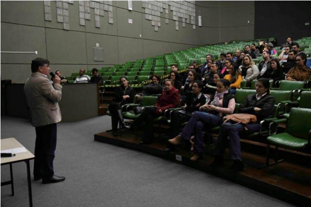 Pozzobom fala sobre o que é ser prefeito na Escola de Gestão em Umuarama